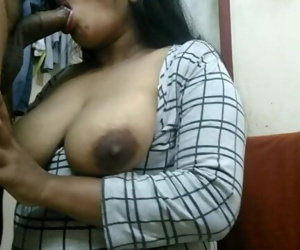 INDIAN BIG BOOBS GIRL MOUTH..